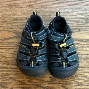 Keen toddler size 9 sandals